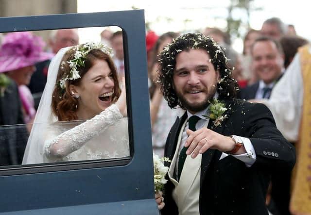 Jon Snow a devenit tătic. Actorul Kit Harington și soția lui, Leslie Rose, au împreună un băiețel