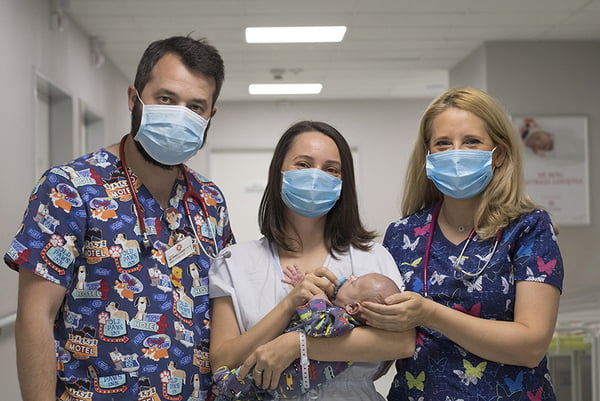 Interviu cu Dr. Dana Zaciu, medic primar Neonatologie - Cum este experiența părinților care aduc pe lume copii prematuri în perioada pandemiei | Demamici.ro