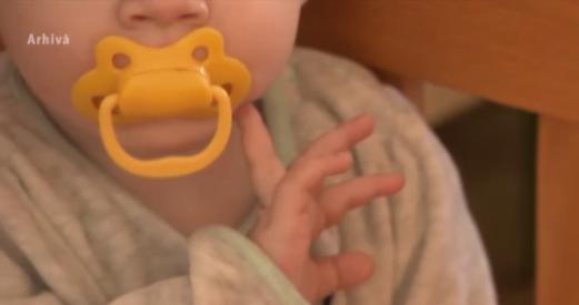 Părinții au sunat la 112 după ce fetița a început să urineze cu sânge, însă operatorul i-a jignit și le-a închis telefonul în nas. Dialogul șocant AUDIO | Demamici.ro