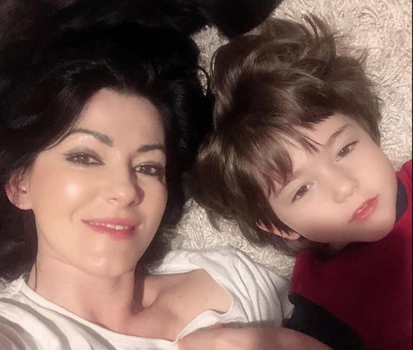 """Silvia Lăuneanu se mândrește cu copilul ei genial: """"La 1 an știa toate literele. Scrie și calculează ore întregi"""""""