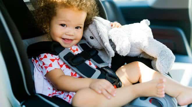 Copil plictisit sau agitat în mașină? Idei de activități pe care să le faceți în timpul călătoriei   Demamici.ro