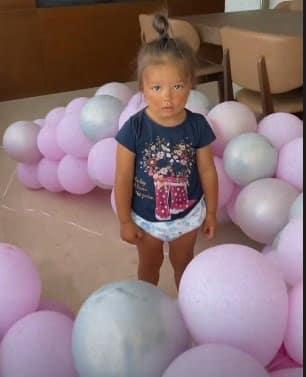 Karmen Simionescu, petrecere desprinsă ca din povești, pentru ziua fetiței sale. Micuța Sofia a împlinit 2 ani