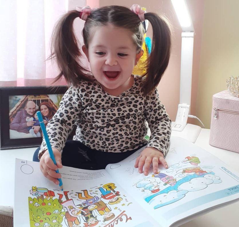 Micuța Rapunzel din Bulgaria. Gabriela are 2 ani și s-a născut cu un păr neobișnuit. Cum arăta la naștere