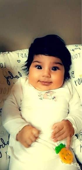 Bebelușa Rapunzel din România. La doar 4 ani are părul des, lung și negru ca abanosul | Demamici.ro